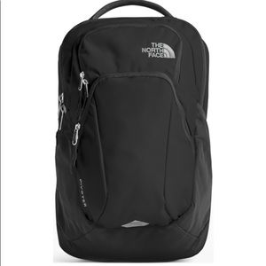 🎁Women's north face pivoter black backpack